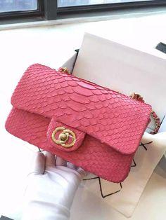Сумка Chanel   Box 190 Размер  1 W20×H13×D8cm Размер  2 :W25.5×H15×D8cm Размер  3 :W31×H20×D8cm Материал:  питон