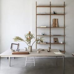 Neutral interior space, clean open office look, wooden ladder shelves, large table, handcrafted items Home Decor Inspiration, Interior, Home, Space Interiors, Office Interiors, House Interior, Interior Design, Furniture Design, Stylish Office Furniture