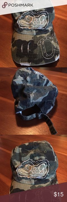 Womens camo hat. Adjustable Like new never worn. Camo hat. Adjustable Accessories Hats