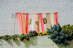 customized backdrop ideas. See more of this geometric wedding here http://www.weddingchicks.com/2013/09/05/geometric-wedding/
