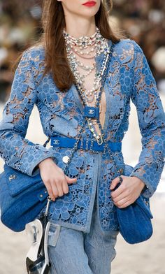 Chanel Spring 2019 Ready-to-Wear Collection - Vogue Chanel Couture, Haute Couture Style, Couture Mode, Chanel Fashion, Denim Fashion, Runway Fashion, Spring Fashion, Fashion Show, Fashion Outfits