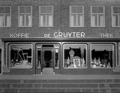 Arnhem - Johan de Wittlaan, winkelpand 'de Gruyter', 1950.