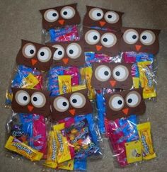 Owl Treat Toppers love this but would use bags filled with pencils/erasers/notepad Class Birthday Treats, Teacher Birthday Gifts, Owl Birthday Parties, Teacher Gifts, 8th Birthday, Owl Parties, Birthday Stuff, Owl Classroom Decor, Classroom Design