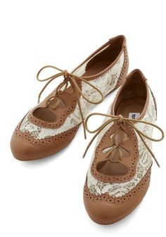 Twee and Easy Flat in Caramel. Youre feeling free as a bird and totally adorable as you stroll out the door in these Oxford flats! #multi #modcloth