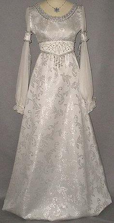 Aschenbroedel Brautballkleid