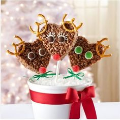 10 Rice Krispie Treat Ideas - Rudolf Rice Krispie Treats  - what an adorable centerpiece!
