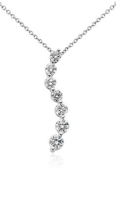 This diamond necklace features seven graduated round diamonds in a curved white gold design Rose Gold Jewelry, I Love Jewelry, Diamond Jewelry, Jewelry Design, Fantasy Jewelry, Simple Necklace, Gemstone Earrings, Diamond Pendant, Beautiful Necklaces
