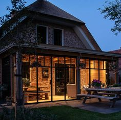 stalen deuren avond Outdoor Living, Outdoor Decor, The Expanse, Beautiful Homes, Building A House, Porch, Sweet Home, Exterior, House Design