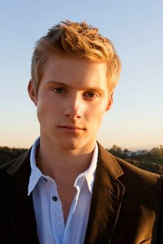 Alexander Ludwig in vikings this man is a fox!