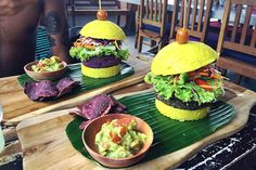 Our vegan & vegetarian GUIDE to Bali, complete with tips about where to stay, places to eat and loads more. Vegan Burgers, Salmon Burgers, Mushroom Bolognese, Going Vegan, Places To Eat, Vegan Vegetarian, Bali, Spicy, Vegan Recipes