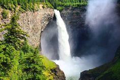 SÉRIE CANADÁ DE LESTE A OESTE!  Das rochosas Canadenses a Vancouver há uma infinidade de paisagens e lugares incríveis que muitas vezes passam despercebidos pelos turistas que vão ao Canadá.  Entre Jasper e Whistler por exemplo são cerca de 750 km. Por isso dividimos essa viagem em duas partes. Na primeira conhecemos Wells Gray e dormimos em Lillooet.  O Wells Gray é um parque provincial gratuito que possui uma das cachoeiras mais lindas do país.  Vale a pena se dedicar ao menos 1 dia nesta…
