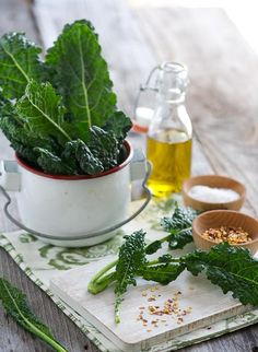 How To Make: Spicy Kale Chips Recipe Sriracha, Spicy Foods Recipe