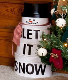 Paint & decorate round cardboard boxes to make a snowman