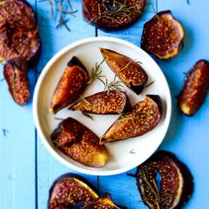 Put the figs in oven and forget them for 40 min! Cinnamon, rosemary and honey make these really addictive!