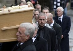 Hundreds of mourners from all over the world will bow in silence today to honour MH17 air disaster victim Glenn Thomas.