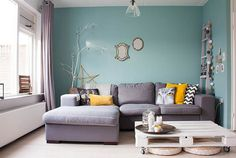 Chic living room with soothing ambiance and crate coffee table [From: Louise de Miranda]