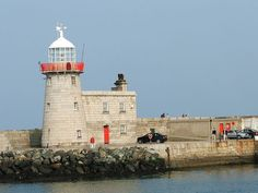 Lighthouse at Howth Harbour, Ireland  April 2005  anonymous Creative Commons photo