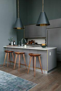 cuisine grise de style élégant, lustre gris, meubles gris, aménagement pour la cuisine