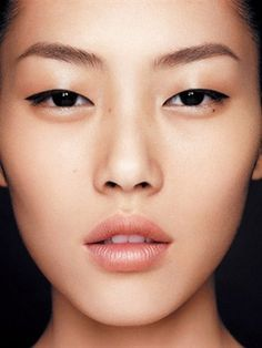 Perfect brows   glowing skin   and pretty lips   Find out what brows suit your face shape!