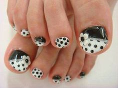 Black - White - Polka dots - Flower - Toe nail design