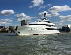 66.25 mt. #Feadship Vanish was captured in #London @boatinternational fb.me/43bU3zFDx
