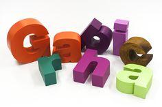 Graphica. – Scritte in polistirolo verniciate in varie modalità: smalto/vernice/elastomerico/resine