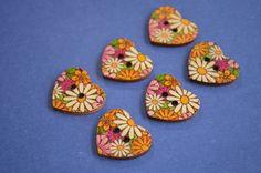 Wooden Heart Buttons Floral Retro Daisy 6pk 25x22mm (H13) £3.00