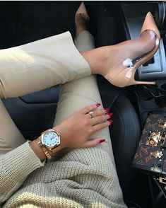 Get this Topsqueen Patchwork Pointed Toe Pumps for your next night out. It is an ideal match to your jeans and classy top. Insta Look, Nude Pumps, Mode Hijab, Classy And Fabulous, Mode Inspiration, Pointed Toe Pumps, Mode Style, Boss Lady, Classy Outfits