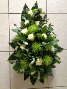 Funeral Flower Arrangements, Funeral Flowers, Floral Arrangements, Arte Floral, Flower Art Images, Grave Decorations, Sympathy Flowers, All Flowers, Flower Boxes