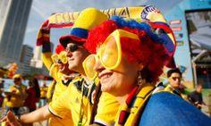 Colombiana capricha nos adereços enquanto aguarda o jogo contra o Japão
