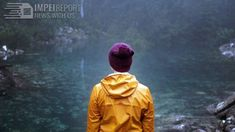 Disappearing Tarn Tasmanian Lake's Return Delights Visitors. Amazing Funny Facts, 35 Year Old Woman, Science News, Hollywood, Australia, Yellow Raincoat, Earth Science, Bbc News, Beautiful
