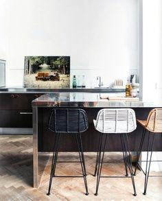New kitchen island chairs counter stools interior design Ideas Kitchen Stools, New Kitchen, Kitchen Dining, Kitchen Decor, Stylish Kitchen, Awesome Kitchen, Kitchen Modern, Kitchen Styling, Kitchen Designs