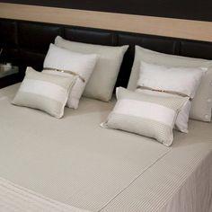 A Almofada Pied Poule possui uma delicada combinação de algodão e sued que deixam essa peça clássica com um leve toque arrojado. Perfeita para composições de cama neutras que prometem agradar tanto homens quanto mulheres, ela fica ainda mais linda quando é utilizada juntamente ao porta travesseiro e colcha da mesma linha! Shop online> http://www.lolahome.com.br/almofada-pied-poule-727.aspx/p
