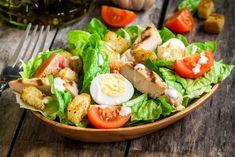 Retete de salata. Ți-am pregătit câteva rețete de salată pe care să le ai tot timpul la îndemână. Fie că vorbim despre rețete clasice sau noi combinații Cobb Salad, Meat Salad, Bacon Salad, Salad Bar, Healthy Fast Food Choices, Fast Healthy Meals, Healthy Recipes, Eat Healthy, High Protein Breakfast