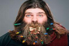 Homens transformam barba em árvore de Natal - http://metropolitanafm.uol.com.br/novidades/entretenimento/homens-transformam-barba-em-arvore-de-natal