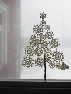 Crocheted Christmas tree :-) photographer by kesanlapsi #crochet #doily #snowflake