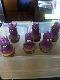 Purple minions Twinkies cupcakes