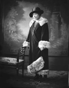 Miss Lillian Turner [standing, full length, hand on chair : nitrate film photonegative, ca. Photographer Scurlock, Addison N. African American Fashion, African American History, Vintage Fur, Vintage Photos, Vintage Style, Women In History, Black History, Art Deco Fashion, Vintage Fashion