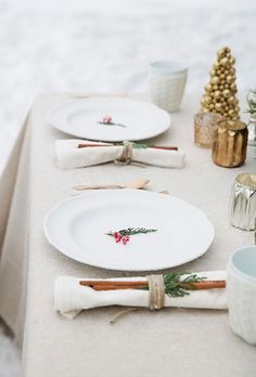 Read @laurelandwolf's expert tips for decorating your holiday table | Brides.com