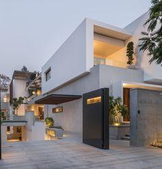 Villa 430 by MORIQ | HomeAdore