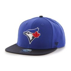 This men's structured adjustable cap from features Toronto Blue Jays graphics embroidery on the front crown, an adjustable snapback, a flat brim, matching eyelets and a contrasting button, plus branding embroidery on the left crown. Black Snapback, Snapback Cap, Captain Cap, Toronto Blue Jays, Mlb, Baseball Hats, Montreal, Hockey, Swag