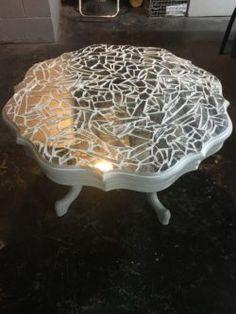 Mirror mosaic conversation table Home décor ideas Mosaic Tile Table, Tile Tables, Mirror Mosaic, Mosaic Diy, Mosaic Crafts, Mosaic Projects, Mosaic Glass, Mosaic Table Tops, Mosaic Furniture