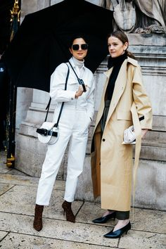 Take a look at some of the best street style looks spotted at the most fashionable shows of Paris Fashion Week Fall/Winter Look Street Style, Autumn Street Style, Street Style Looks, Vogue Paris, Fashion Week, High Fashion, Paris Fashion, Women's Fashion, Paris Street