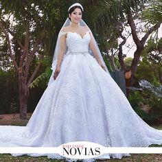 Romina Prado con un diseño de su mamá Rosita Hurtado, un hermoso vestido estílo princesa. #ModaNupcial #VestidoDeNovias