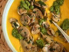 Un velouté aux carottes tout doux relevé d'un pesto de roquette, amande, citron & gomasio • Hellocoton.fr