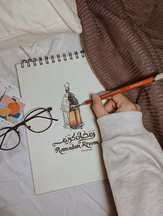 Ramadan Crafts, Ramadan Decorations, Doodle Art Journals, Art Journal Pages, Muslim Images, Bff Quotes Funny, Islamic Paintings, Islamic Quotes Wallpaper, Arabic Calligraphy Art