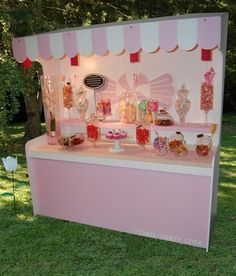 ♥ A pink candy shop. Bar A Bonbon, Rose Bonbon, Colorful Candy, Pink Candy, Candy Stand, Sweet Carts, Candy Cart, Festa Party, Candy Shop