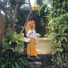 桐島かれんさんはInstagramを利用しています:「昨夜、バリ島に到着。買い付け、スタート!白いコットンシャツと黄色いミラーワーク刺繍が施されたスカートは、共にハウスオブロータス。#houseoflotus #ハウスオブロータス」