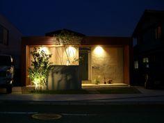 白いキャンバスに影を描く。ライティングテクニックで魅せる家。 #lightingmeister #pinterest #gardenlighting #outdoorlighting #exterior #garden #light #house #home #canvas #shadowlighting #shadow #technique #elegance #wall #キャンバス #シャドーライティング #光 #影 #陰 #テクニック #粋 #壁 #家 #照明 #庭 Instagram https://instagram.com/lightingmeister/ Facebook https://www.facebook.com/LightingMeister