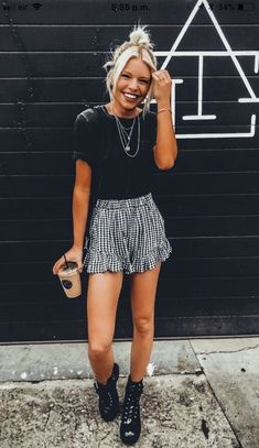 Cute Outfits: 36 Casual Summer Outfits To Update You Wardrobe Th. for summer for women over 40 36 Casual Summer Outfits To Update You Wardrobe This Winter Street Style Outfits, Mode Outfits, Edgy Outfits, Curvy Outfits, Pretty Outfits, Mode Grunge, Elegantes Outfit, Outfit Goals, Day Out Outfit